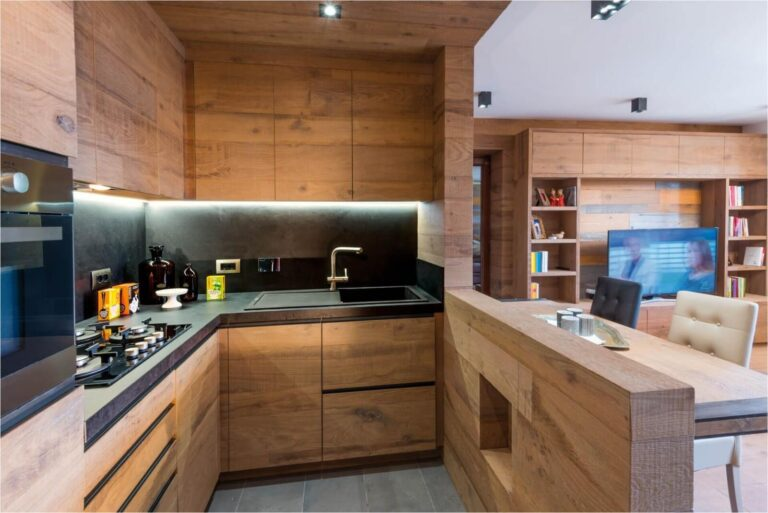 Деревяный фасад кухни